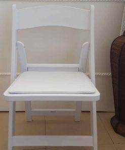 כסא דמוי עץ מתקפל לבן